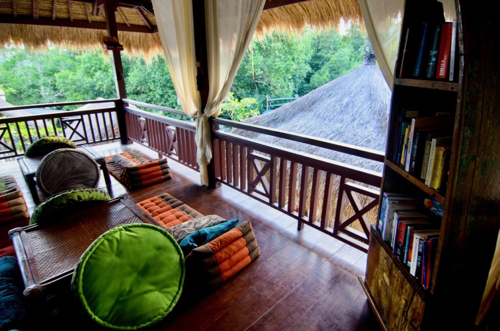 Ceningan Resort lounge and library